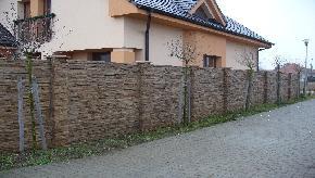 Betonový plot štiepaný kameň melír