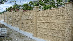 Betonový plot remienkový