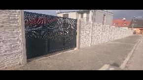 Betonový plot štiepaný kameň obojstranný