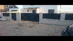 Murované oplotenie s bránami