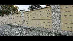 Murovaný plot z tvárnic