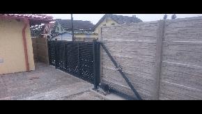 Brána lamelová s bránkou