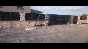 Brána lamelová samonosná s plotovými výplňami