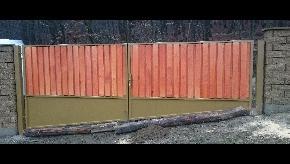 Brána dvojkrídlová, výplň drevo