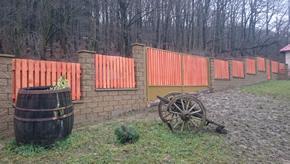 Murovaný plot